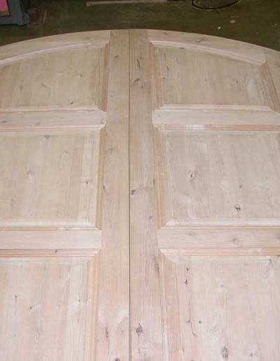 Arched-Top-Door-Pair-in-Knotty-Alder